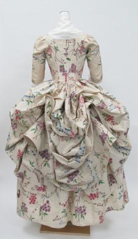 Robe à la Polonaise, ca. 1780. ephemeral-elegance.tumblr.com/post/120253909370/robe-à-la-polonaise-ca-1780-via-the-met